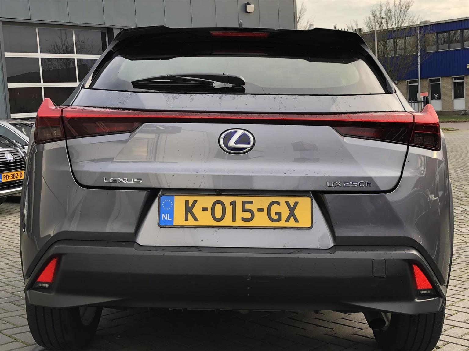 Lexus-UX-5