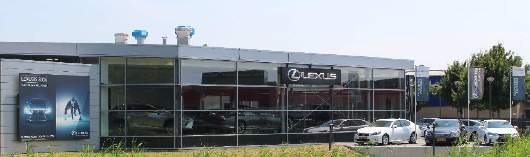 Lexus-UX-32