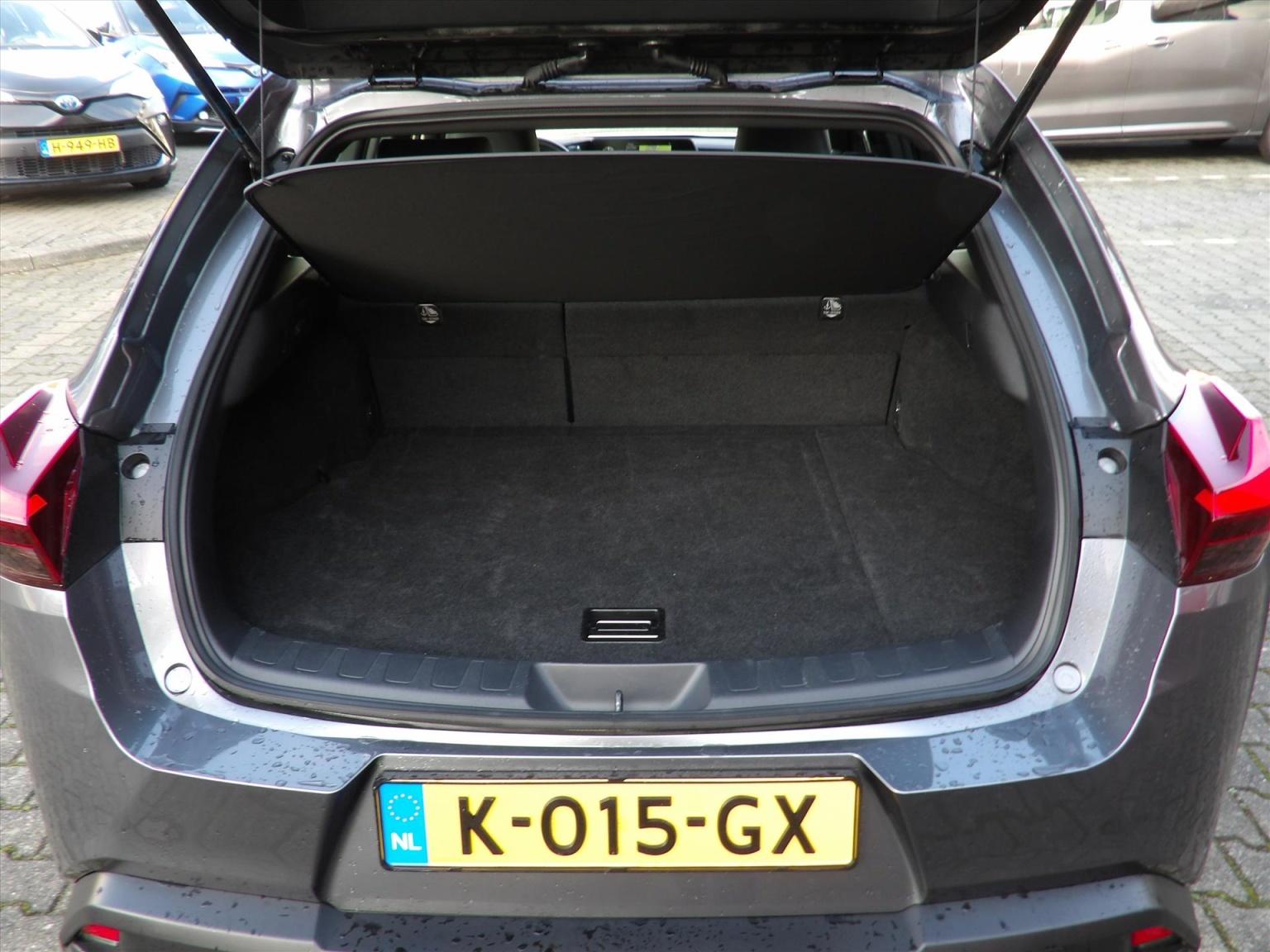 Lexus-UX-14