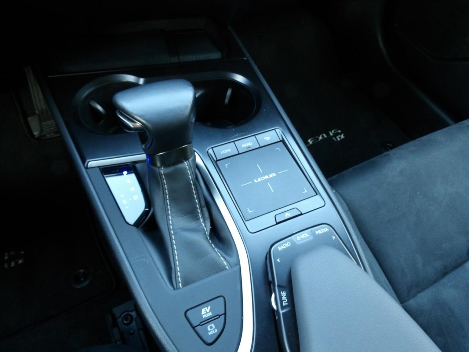 Lexus-UX-20