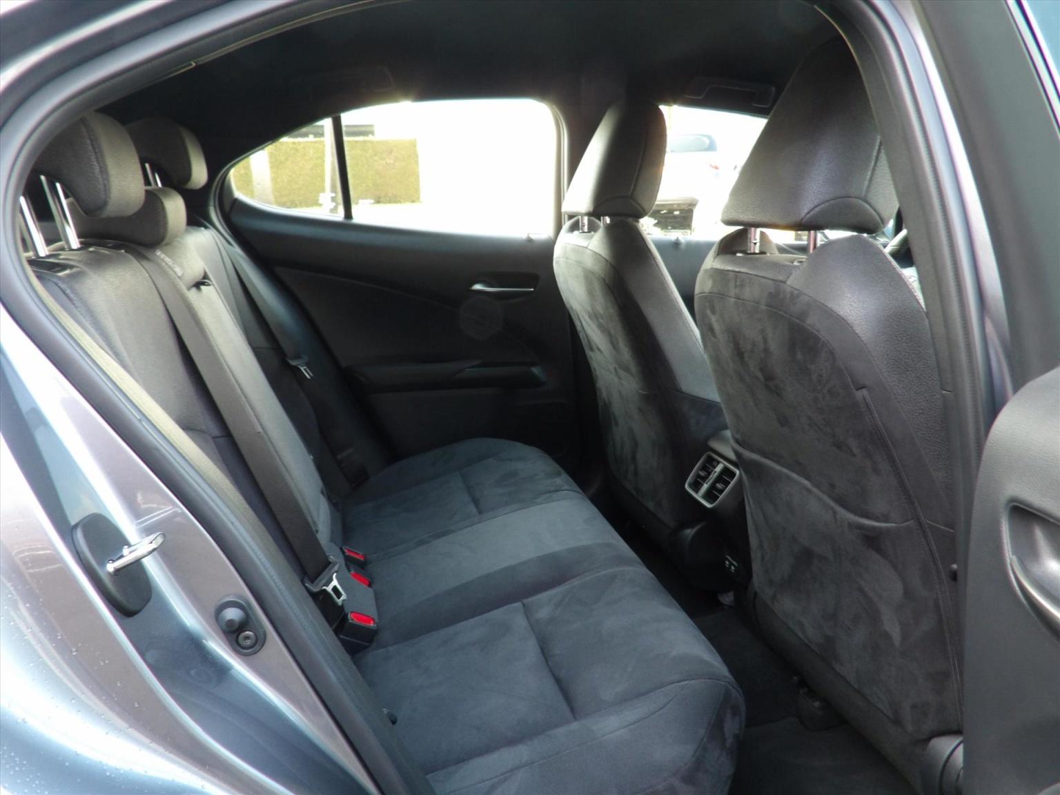 Lexus-UX-13