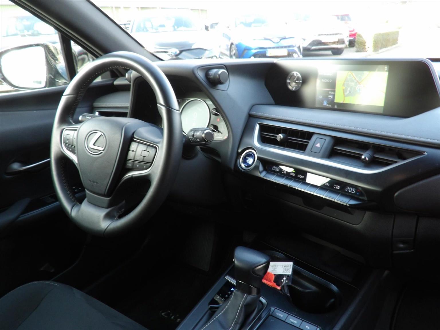 Lexus-UX-12