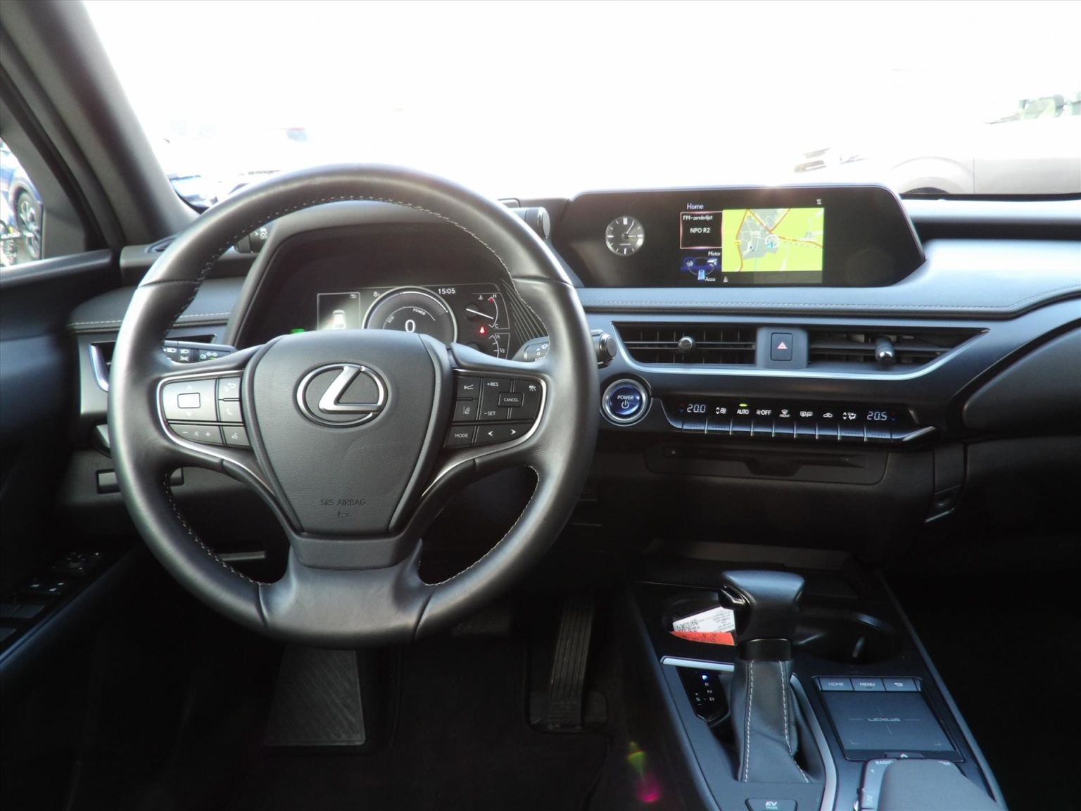 Lexus-UX-15