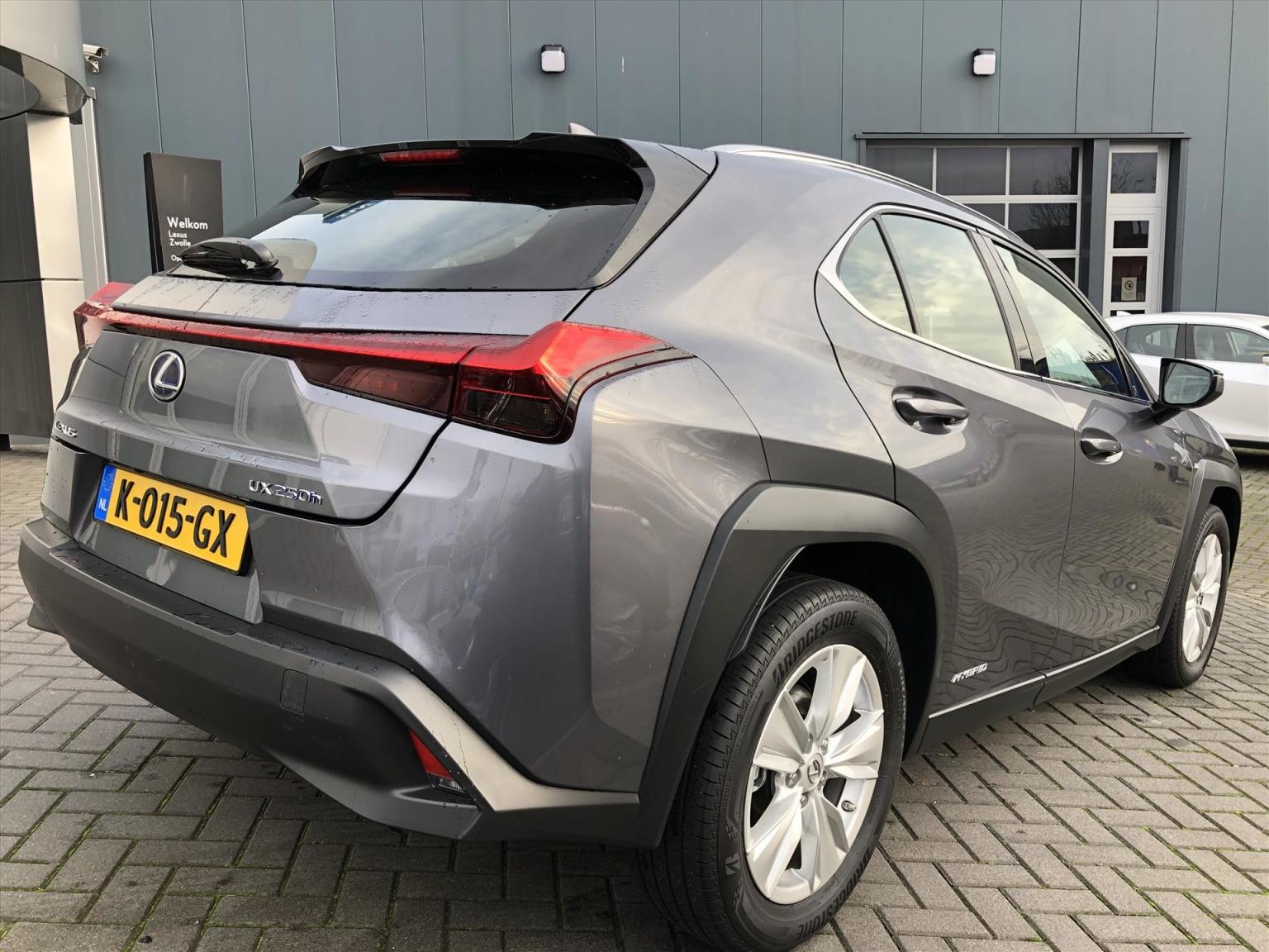 Lexus-UX-4