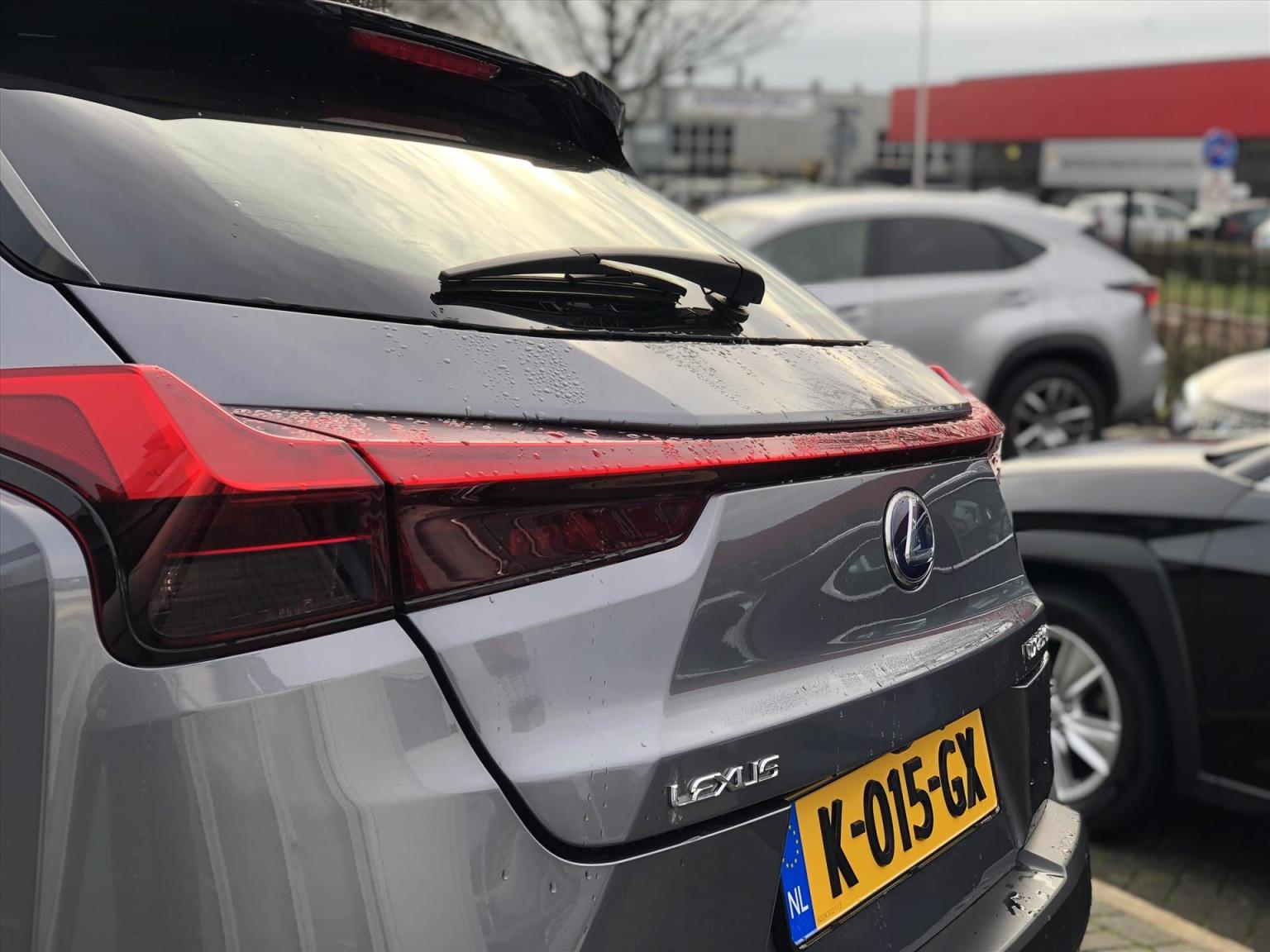 Lexus-UX-6